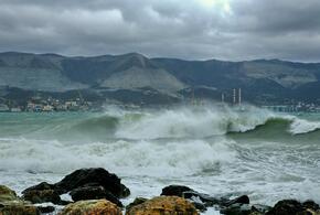 В Новороссийске ожидаются волны 13-20 метров