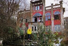 В Сочи дворянскую усадьбу разрушают вандалы (ВИДЕО)