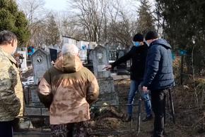 Жители Краснодарского края сдавали ограды с могил на металлолом
