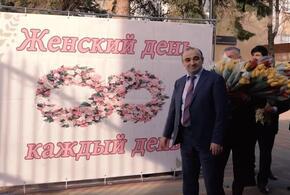 Преподаватели необычно поздравили женщин с 8 марта (ВИДЕО)