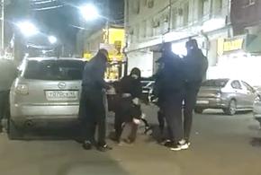В Краснодаре толпа неизвестных избила молодых парней (ВИДЕО)