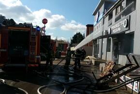 В Краснодаре тушат мощный пожар на складах (ВИДЕО)