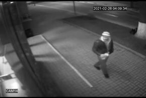 В Новороссийске пьяный вандал разбил витрину магазина