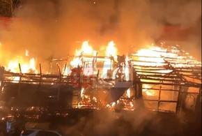 В Сочи сгорел кондитерский магазин (ВИДЕО)