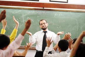 Зарплаты учителей предложено повысить в два раза