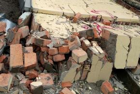 На детей обрушилась стена заброшенного дома