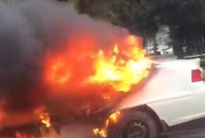 В центре Краснодара на проезжей части сгорел автомобиль ВИДЕО